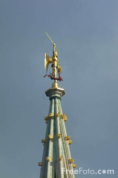 Gold statue of Saint-Michel, The City Hall, Grand Place