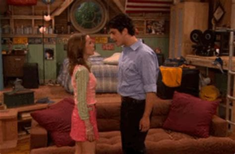 12 Iconic Nickelodeon Kisses You're Still Not Over - MTV
