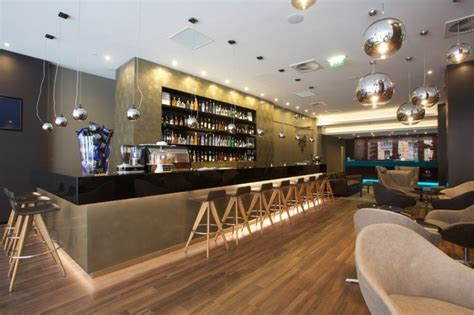 Take a tour of Motel One Piccadilly Post - Russells