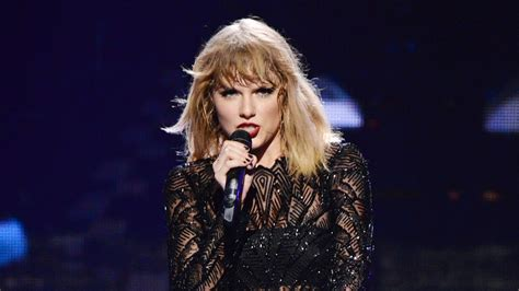 """On """"Look What You Made Me Do,"""" Taylor Swift Sets the Scene"""