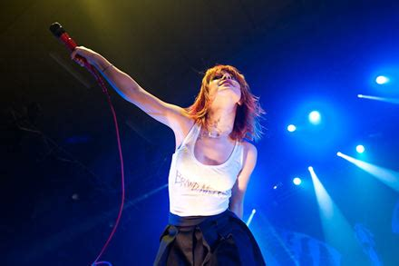 Paramore's Hayley Williams, New Found Glory Cover 'Bed
