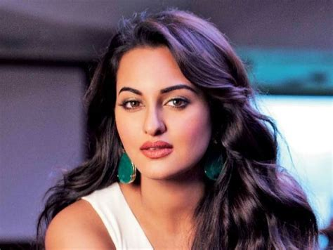 Sonakshi Sinha's dramatic weight loss has us worried about